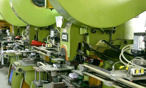 业士铁盒生产自动线